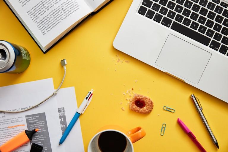 Cómo organizar la mesa de la oficina