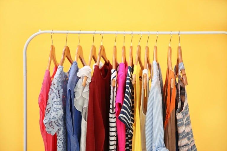Principales trucos para facilitar la vida de los estudiantes con el dinero contado para lavar la ropa