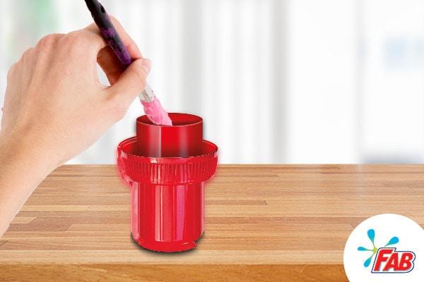 Tapa roja con fab liquido en su interior