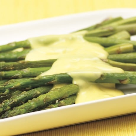Roasted asparagus with hollandaise sauce