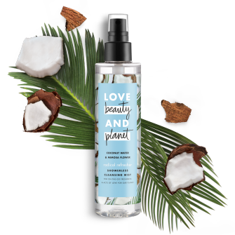 Frente del paquete del baño corporal Love Beauty Planet Coconut Water & Mimosa Flower Showerless Cleansing Mist Radical Refresher 6.7 oz